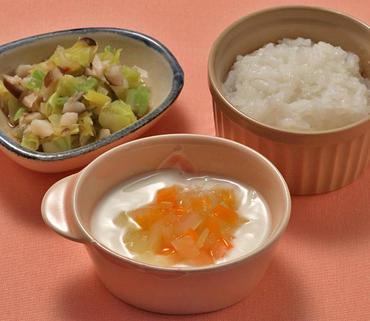 2色野菜のヨーグルトサラダ・キャベツときのこのケチャップ煮・おかゆ