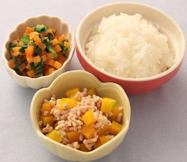 そぼろかぼちゃ・温野菜サラダ・おかゆ
