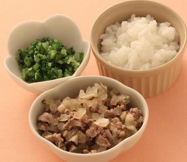 牛肉ときのこの煮もの・水菜と胡瓜のやわらかあえ・おかゆ