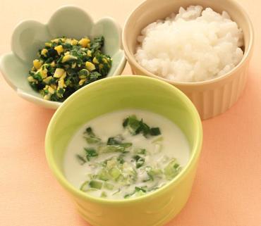 野菜のヨーグルトサラダ・ほうれん草のコーン煮・おかゆ