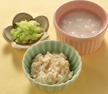 豆腐と玉葱のつぶしあえ・キャベツのやわらか煮・おかゆ