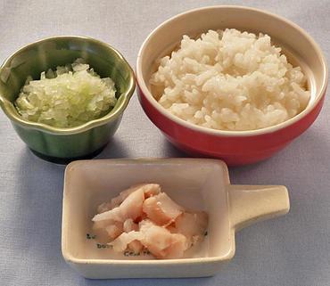 白身魚のやわらか煮・キャベツと玉葱のやわらか煮・おかゆ