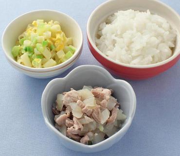 豚肉と玉葱のレンジ蒸し・マカロニサラダ・おかゆ