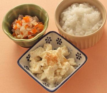 おかか豆腐・きのこと野菜のやわらか煮・おかゆ