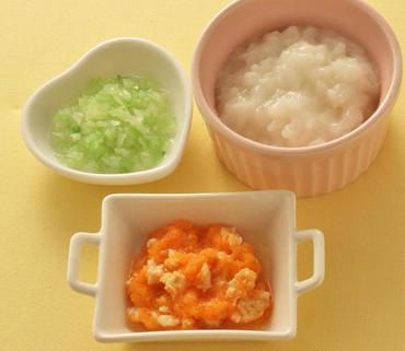 鶏肉とおろし人参のレンジ蒸し・キャベツのやわらか煮・おかゆ