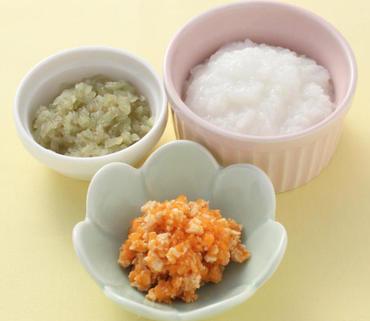 鶏肉とおろし人参のレンジ蒸し・なすのやわらか煮・おかゆ