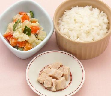 蒸し鶏・ポテトサラダ・おかゆ