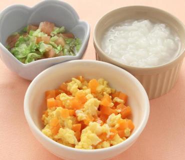 人参の卵とじ・レタスとトマトのやわらか煮・おかゆ