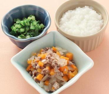 牛肉と野菜の煮もの・グリーンリーフと胡瓜のやわらかあえ・おかゆ