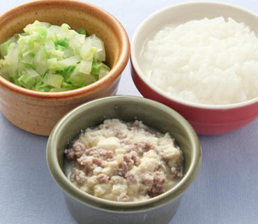 牛肉豆腐・キャベツと玉葱のやわらかあえ・おかゆ