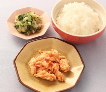 さけのソテー・玉葱と青菜のやわらか煮・おかゆ