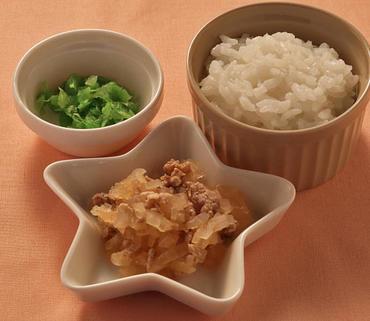 豚肉と玉葱のケチャップ煮・やわらかレタス・おかゆ