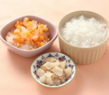白身魚ソテー・玉葱と人参の煮もの・おかゆ