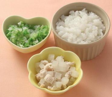 鶏肉と大根のやわらか煮・白菜と太葱の煮もの・おかゆ