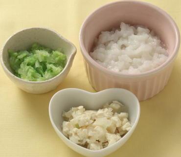 豆腐と玉葱のつぶしあえ・白菜のやわらか煮・おかゆ