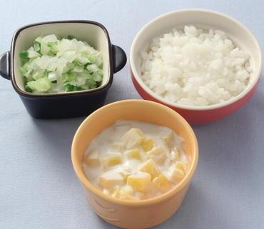 さつま芋のヨーグルトサラダ・キャベツと玉葱のやわらか煮・おかゆ