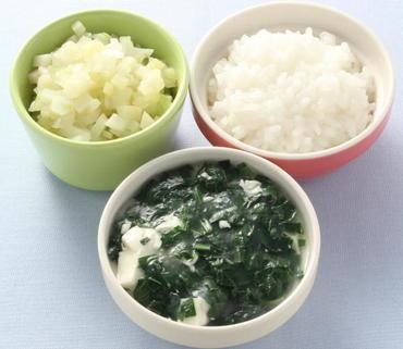 くずし豆腐と青菜のとろみ煮・じゃが芋と玉葱のやわらかあえ・おかゆ