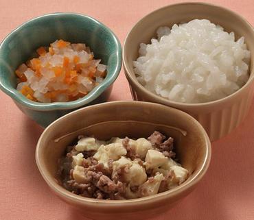 牛肉豆腐・大根と人参のやわらか煮・おかゆ