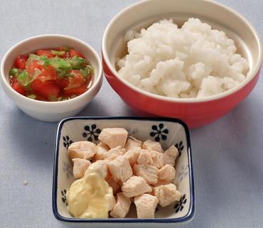 蒸し鶏・レタスのトマト煮・おかゆ