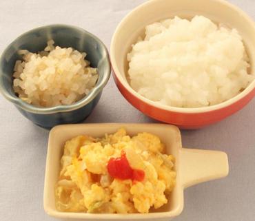 玉葱のオムレツ風・もやしのやわらか煮・おかゆ